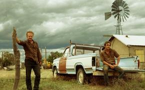 Обои криминал, Ben Foster, Крис Пайн, Бен Фостер, колючая проволока, забор, ветряк, машина, ранчо, Hell or ...