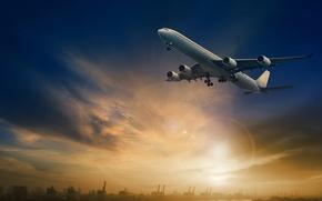 Обои пассажирский, в небе, небо, идет, зарево, самолет, доки, солнце, блики, река, пейзаж, на взлет