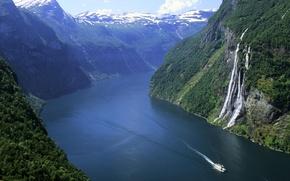 Картинка лес, снег, горы, водопад, Норвегия, катер, фьорд