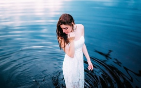 Картинка вода, девушка, платье