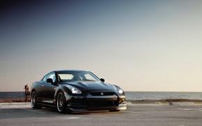 Картинка парковка, черное море, Nissan GTR
