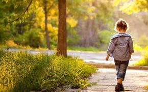 Картинка зелень, трава, листья, деревья, природа, дети, парк, фон, ситуации, дерево, widescreen, обои, листва, ребенок, размытие, …