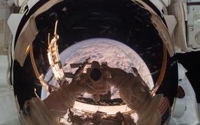 Картинка отражение, земля, планета, космонавт