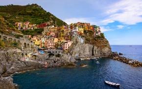 Картинка море, пейзаж, скалы, побережье, здания, лодки, Италия, панорама, Italy, Лигурийское море, Manarola, Манарола, Cinque Terre, ...