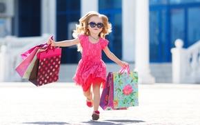 Картинка лето, радость, ребенок, платье, очки, summer, бежит, child, пакеты, маленькая девочка, Dress, Little girls
