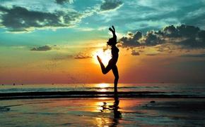 Картинка пляж, девушка, радость, силуэт, бег