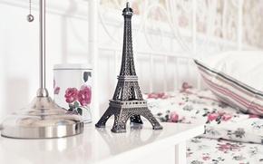 Картинка стол, розы, чашка, статуэтка, Эйфелева башня, La tour Eiffel