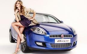 Картинка Девушки, Блондинка, смотрит в камеру, на светлом фоне, оперлась на машину, Красивая девушка, стоит над …