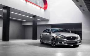 Картинка Jaguar, Авто, Ягуар, Серебро, Седан, Фары, Передок, Помещение, 2014, XJR