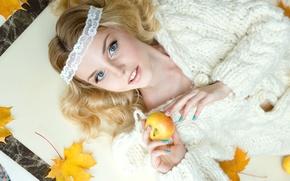 Картинка глаза, листья, волосы, яблоко, портрет, блондинка, кофта