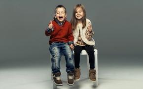 Картинка дети, стиль, смех, джинсы, мальчик, девочка, girl, друзья, boy, свитер, laugh, friends, children