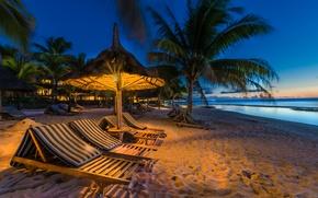 Обои песок, море, пляж, огни, тропики, пальмы, побережье, остров, вечер, горизонт, лежаки, шезлонги, Маврикий, Mauritius