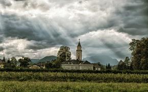 Обои деревня, горы, церковь, поле, солнце, облака