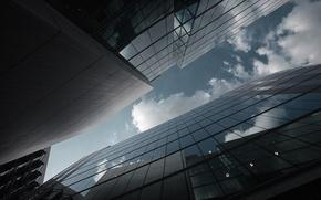 Обои небо, стекло, облака, city, город, отражение, фото, фон, здания, небоскребы, ракурс, wallpapers