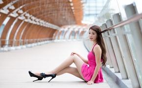 Картинка лето, взгляд, девушка, платье, каблуки, ножки