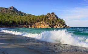 Картинка песок, волны, лес, деревья, озеро, камни, берег, Байкал, прибой, утес, Россия, Baikal