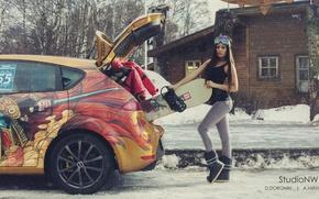 Картинка зима, машина, авто, девушка, снег, деревья, дом, улица, сноуборд, спорт, фигура, брюнетка, очки, куртка, багажник, ...