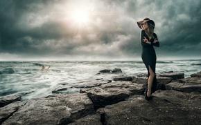 Картинка море, девушка, шторм, на берегу, дело рук, Facing Adversity, утопающий, спасение утопающих, самих утопающих