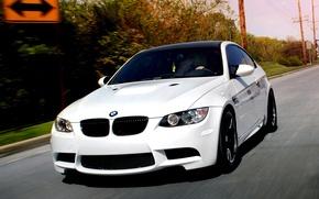 Картинка car, движение, обоя, тюнинг, bmw, бмв, купе, скорость, белая, white, автомобиль, tuning, coupe, wallpapers, speed, ...