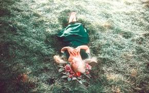 Обои девушка, цветы, отдых, платье, травка