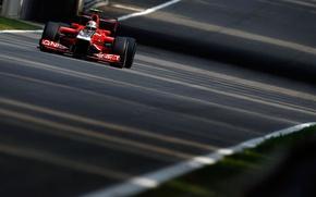 Картинка дорога, асфальт, гонка, трасса, тень, формула 1, grand prix, formula 1, гонщик, 2011, маруся, marussia, …