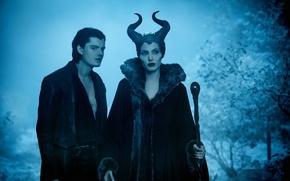 Картинка парень, Maleficent, фильм, ночь, ведьма, посох, рога, лес