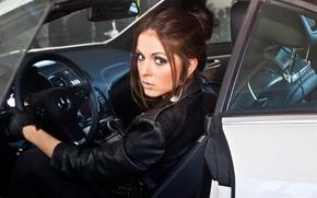 Обои перчатки, руль, авто, красивая, брюнетка, макияж, прическа, певица, в черном, кожанка, куртка, Nyusha, Нюша
