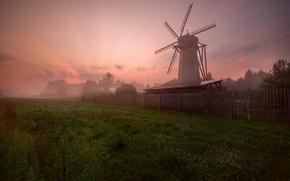 Картинка зелень, небо, туман, восход, забор, Мельница