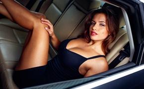 Обои девушка, салон авто, Izabela Zuković, ножки, макияж