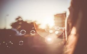 Картинка солнце, свет, пузыри, рассвет, Girl, Bubbles, Sunset, мыльные, Blowing