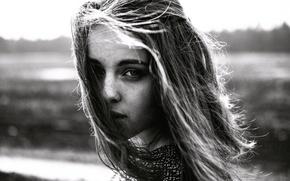 Картинка портрет, веснушки, девушка, чб, волосы