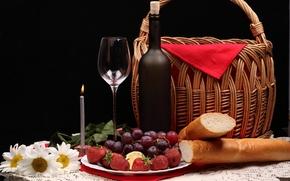 Обои цветы, ягоды, корзина, бутылка, ромашки, клубника, хлеб, виноград, свечка, фужер