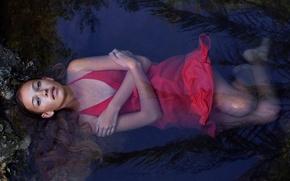 Картинка взгляд, девушка, в красном, декольте, мокрая, в воде