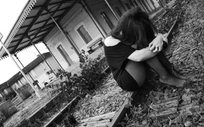 Картинка sadness, grey sky, train station, black&white, black clothes, black tights, sad girl