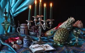 Картинка перо, часы, свечи, бокалы, очки, виноград, чашки, ракушки, кувшин, ананас, натюрморт