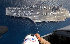 Обои f-18, кабина, бомбардировщики, шлем, авианосец, люди, самолеты, человек, рисунок, шасси, океан, трос, вертолет