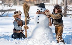 Картинка Зима, Снег, Дети, Новый год, Шляпа, Двое, Свитер, Снеговик, Шапки, Мальчики