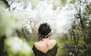 Обои Spring is here, венок, девушка, весна, цветение