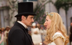 Обои кадр, корона, фэнтези, блондинка, костюм, палочка, волшебница, цилиндр, волшебная, боке, James Franco, Michelle Williams, Джеймс ...