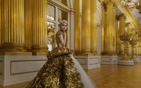 Картинка девушка, украшения, стрижка, портрет, интерьер, платье, прическа, блондинка, light, зал, gold, fashion, young, beauty, russian, …