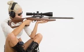 Картинка woman, blonde, rifle, telescopic sight, .22, magnumlite 22 wmr