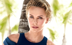 Картинка взгляд, деревья, лицо, пальмы, фон, Charlize Theron, актриса, блондинка, Шарлиз Терон