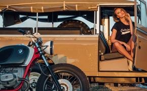 Картинка Девушка, BMW, внедорожник, мотоцикл, Land Rover, красивая