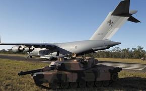 Картинка танк, самолёт, аэродром, боевой, стратегический, M1A1, военно-транспортный, Абрамс, основной, Globemaster III, C-17A