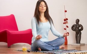 Обои отдых, улыбка, сидит, иога, медитирует, девушка, настроение, занятие, коврик
