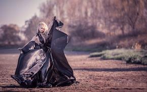 Картинка девушка, платье, плёнка, The dress of garbage bags