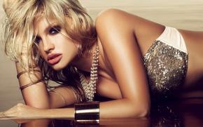 Картинка взгляд, вода, девушка, украшения, блондинка, браслеты, Екатерина Коба