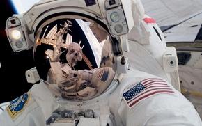 Обои отражение, станция, скафандр, астронафт