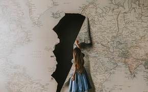 Обои девочка, ситуация, карта, разорванная, дыра, чёрная дыра