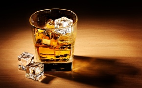 Картинка лед, стол, кубики, бокал, тень, алкоголь, напиток, виски
